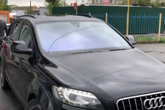 Тонировка лобового стекла атермальной плёнкой автомобиля Audi Q7