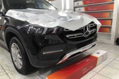 Антигравийная защита автомобиля Mercedes пленкой Llumar стандарт ++